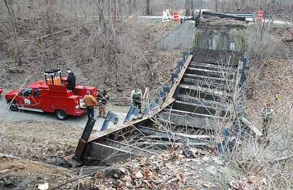 Hyde Rd bridge dismantled