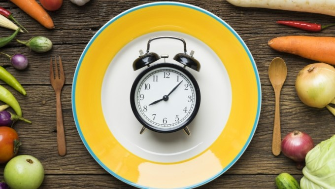 eating hours diet myths