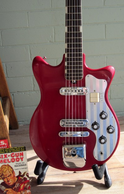 teisco-red-2