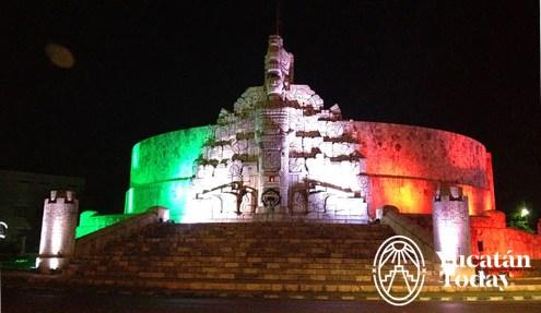 Monumento a la bandera iluminado