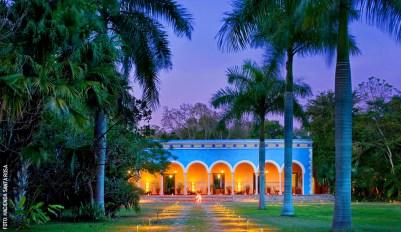 hacienda-santa-rosa-fachada-exterior-noche