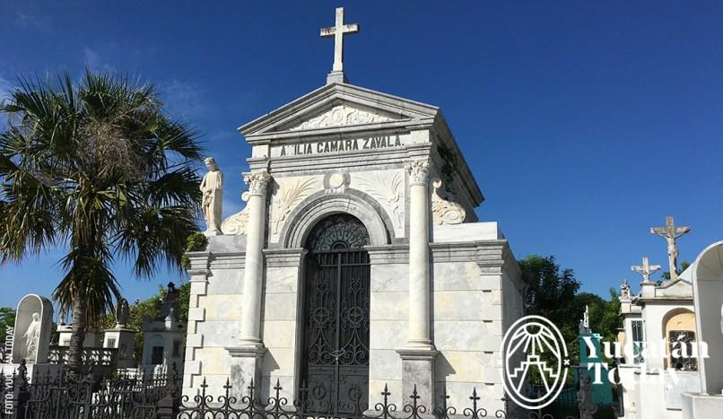 mausoleo-camara-zavala-avenida-de-los-mausoleos-cementerio-general