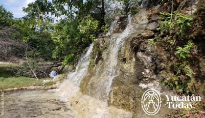Parque Japones cascada by Cassie Pearse