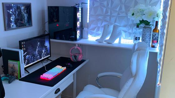 Clean White with HighHeel Computer Desktop Setup