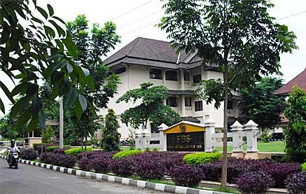 Re-post : Pengalaman riding malam terjebak dan bertemu hantu di Unnes Semarang