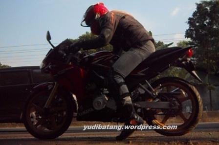 gaya naik motor