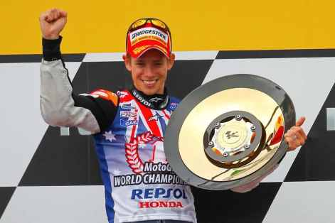 Casey-Stoner-Lifting-The-Trophy-After-Winning-The-2011-MotoGP-World-Championship