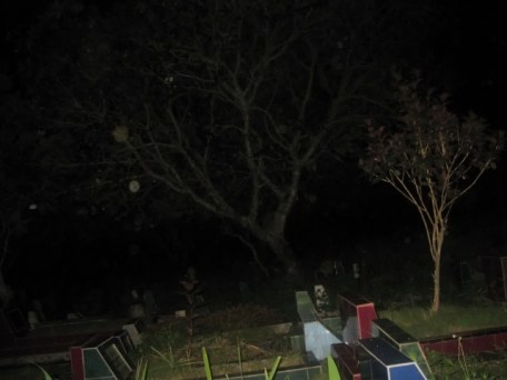 kuburan malam 1