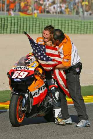 motogp-valencian-gp-2006-2006-motogp-world-champion-nicky-hayden-celebrates-2