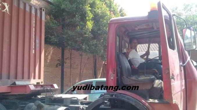 pengalaman naik truk kontener tua
