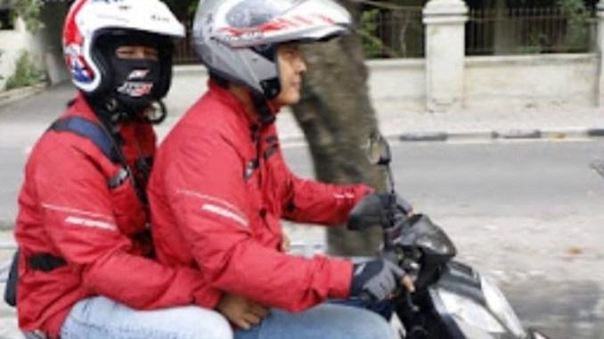 naik motor yang benar dan aman