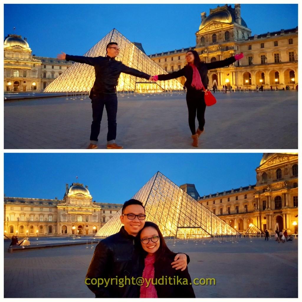 Foto couple romantis di Museum Louvre