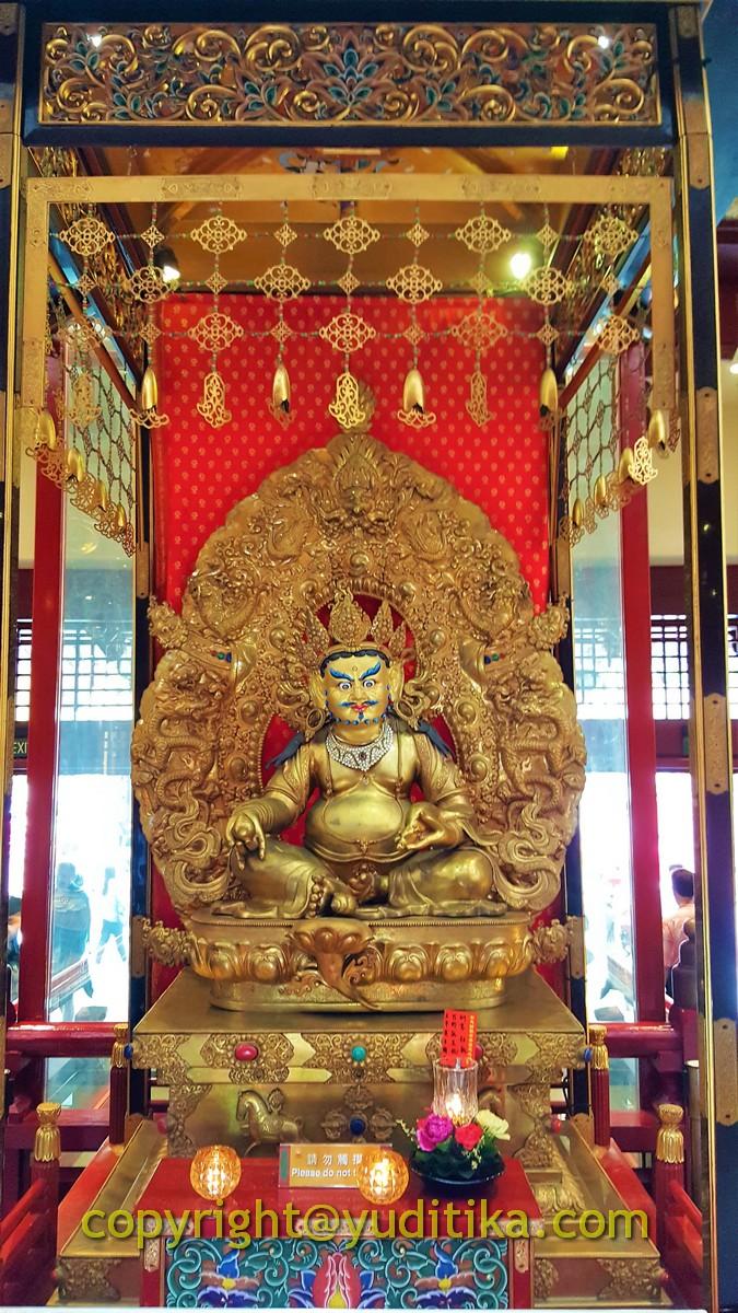 Patung Buddha di Buddha Tooth Relic Temple