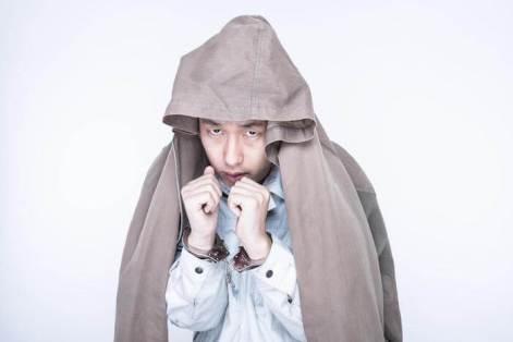 護送中の容疑者X 手錠 逮捕