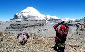 हुम्ला हुँदै कैलाश मानसरोवर दर्शन यात्राका लागि सिमकोटमा ३०३ महिला र ३५९ पुरुष गरी ६९२ भारतीय तीर्थयात्री हुम्ला पुगे