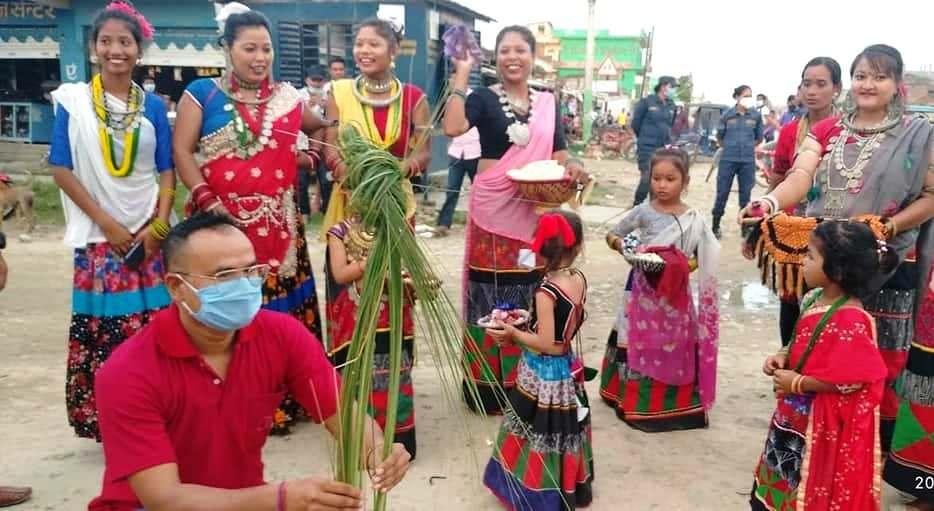 पश्चिम नेपालमा बसोबास गर्ने  थारू समुदायले 'गुरही' पर्व मनाए