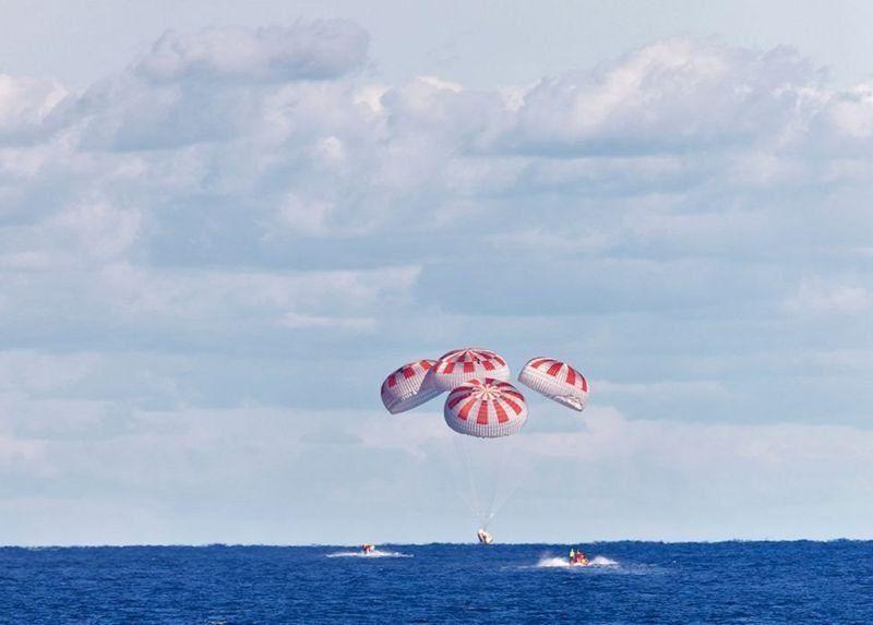 नासा स्पेसएक्स: ड्रयागन क्याप्स्यूल अन्तरिक्ष यानले यसरी गर्यो पानीमा अवतरण