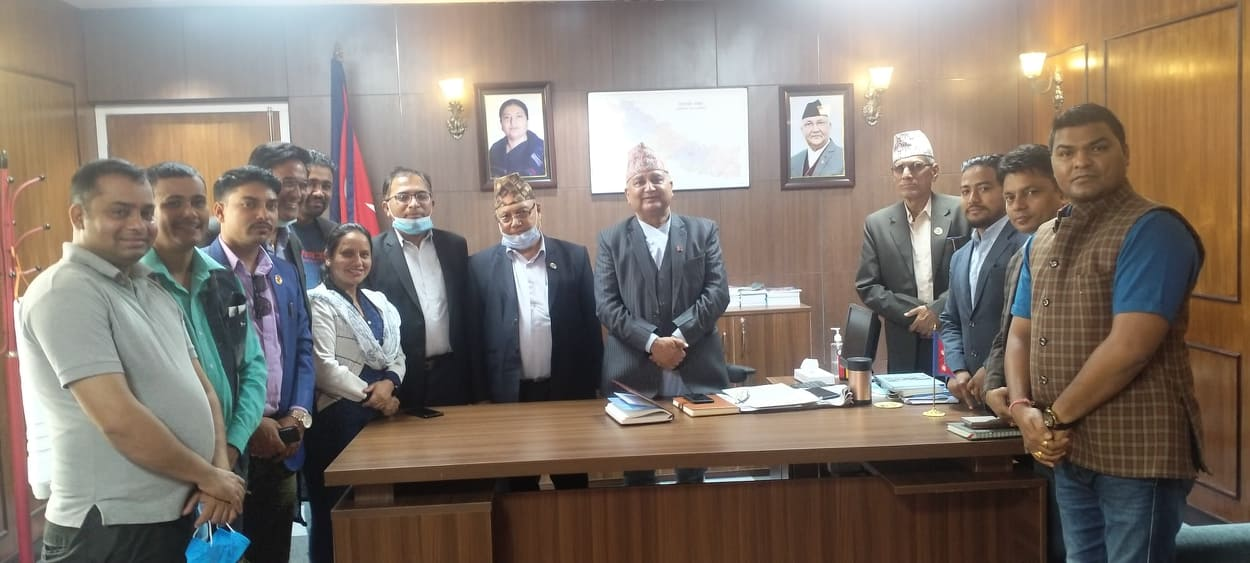 नरैनापुरका आगलागी पीडितहरुको घर नेपाल सरकारले बनाउँछ : उपप्रधानमन्त्री ईश्वर पोख्रेल