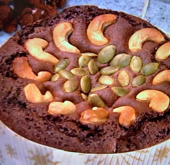 あんずとナッツのチョコレートケーキ