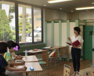 話し方セミナー自己紹介編の様子講師はyuiのフリーアナウンサー藤井千代美と藤井奈央美
