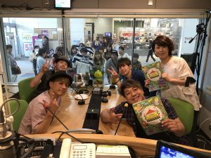 FMラジオパーソナリティーのお仕事。ゲストにJAY'S GARDENを迎えて。フリーアナウンサー藤井千代美がお相手です