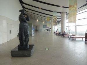 島根県立美術館ロビー