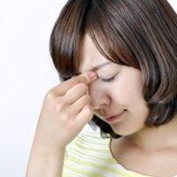 眩暈の症状がある女性