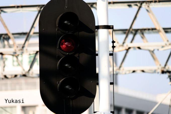 停止を示す信号機