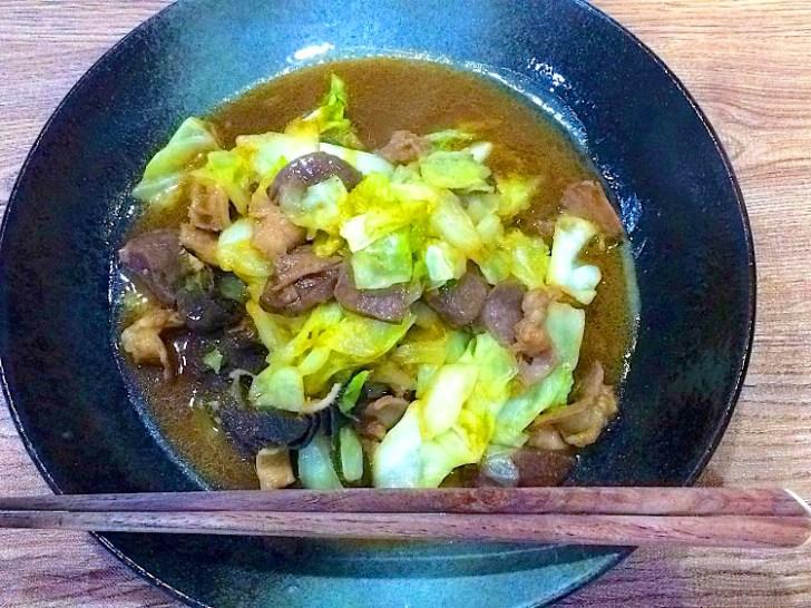 【ホルモンの野菜炒め】料理レシピ♪焼肉のタレでつくる、基本炒めるだけのお手軽料理です。