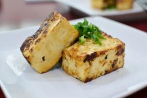 【木綿豆腐で作る男の豆腐ステーキ】料理レシピ♪みりん醤油につけて片栗粉をつけて焼くだけです。
