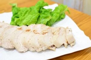 鶏むね肉で作るしっとり鶏ハムのレシピ♬サラダやサンドイッチなど色々使えますよ♪