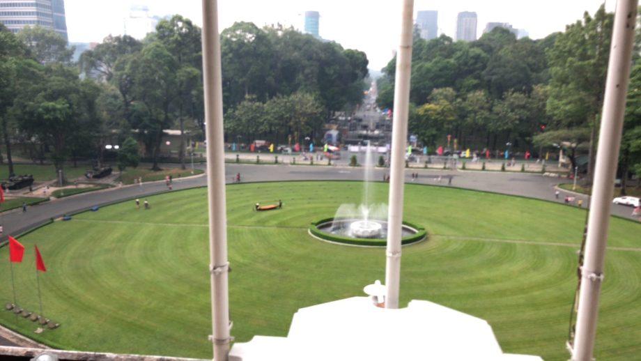 統一会堂2階から見る庭