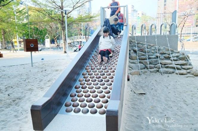 NEW台中親子景點【十二感官遊戲設施公園】木珠溜滑梯×超大沙坑玩到翻過來!市區野餐好去處!(文心森林公園)