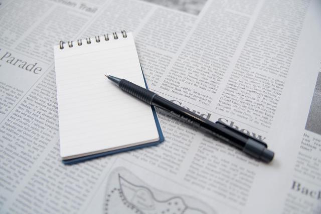 英字新聞とペン
