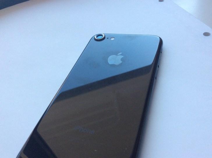 iPhone7にカメラリングを貼った