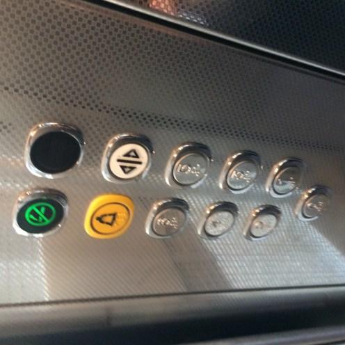 閉めるボタンはない