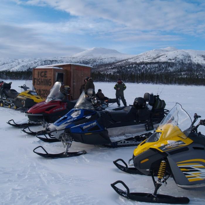 Combinée de pêche sur la glace et randonnée de motoneige