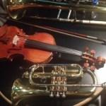 管楽器は弦楽器に共鳴しているらしいという話