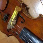バイオリン 木製せんたくばさみのミュートで驚くほど深く心地よい音色に変化します