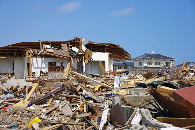 地震で建物が壊れる