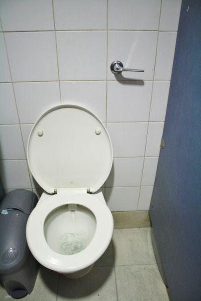 汚れたトイレ