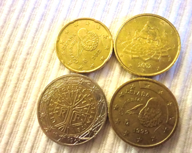 海外のコインを拾う