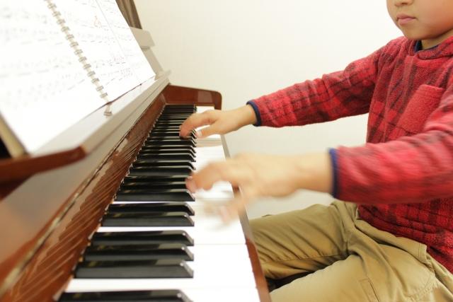 ピアノを教える