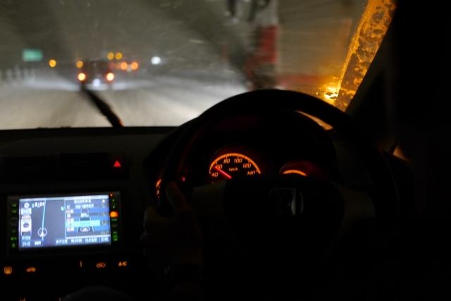 スキー場まで車を運転する