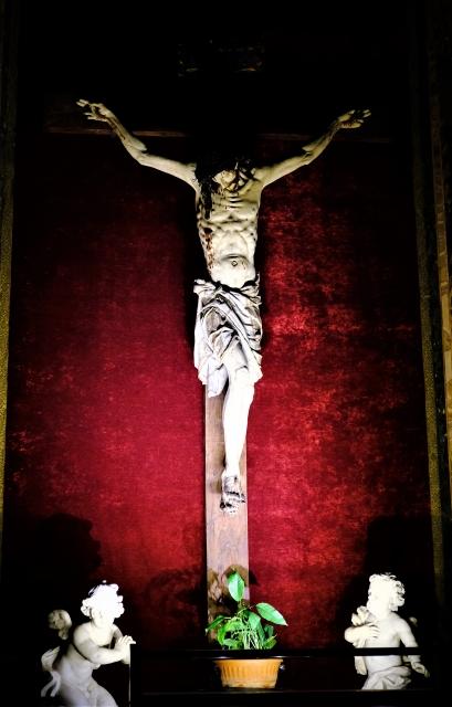 キリストが十字架に磔にされている