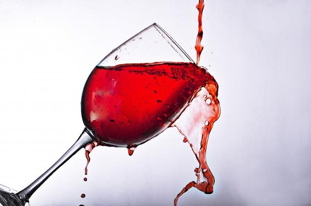 赤ワインをこぼす