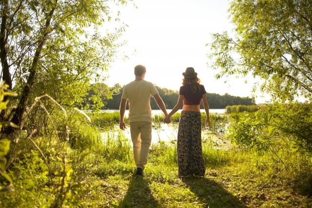 恋人や好きな人と手をつなぐ