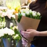 花屋で花を買う