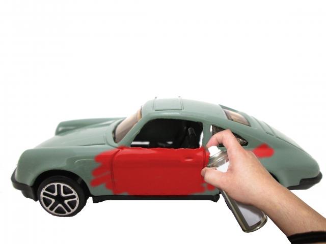 車に色を塗る