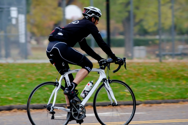 自転車で何かを追い越す